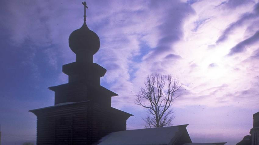 冬の聖イリヤ聖堂。北から見た景色。1998年3月3日。