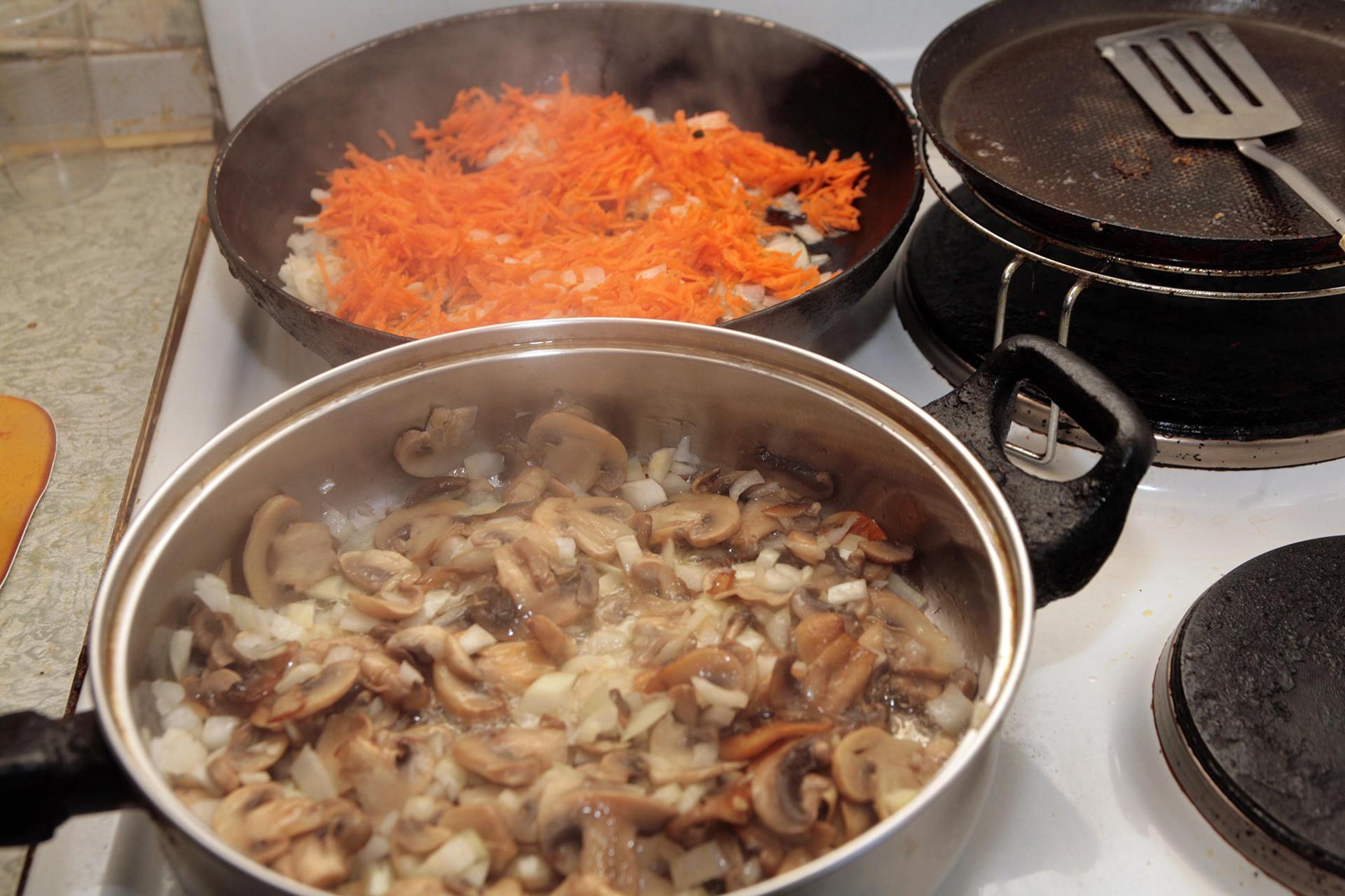 Russos cozinham cogumelos de todos os jeitos possíveis.