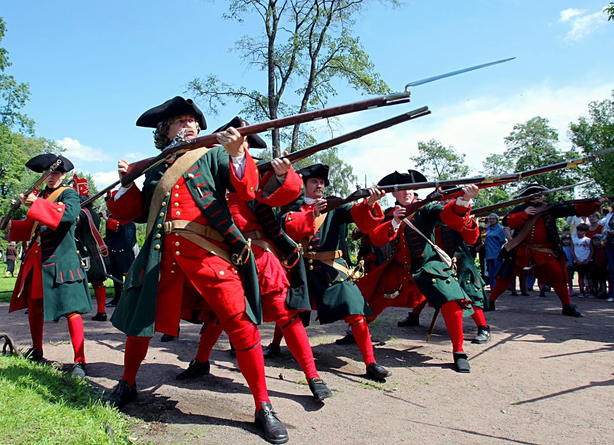 Comemorações em São Petersburgo para relembrar a vitória russa na  Batalha de Poltava, de 1709.