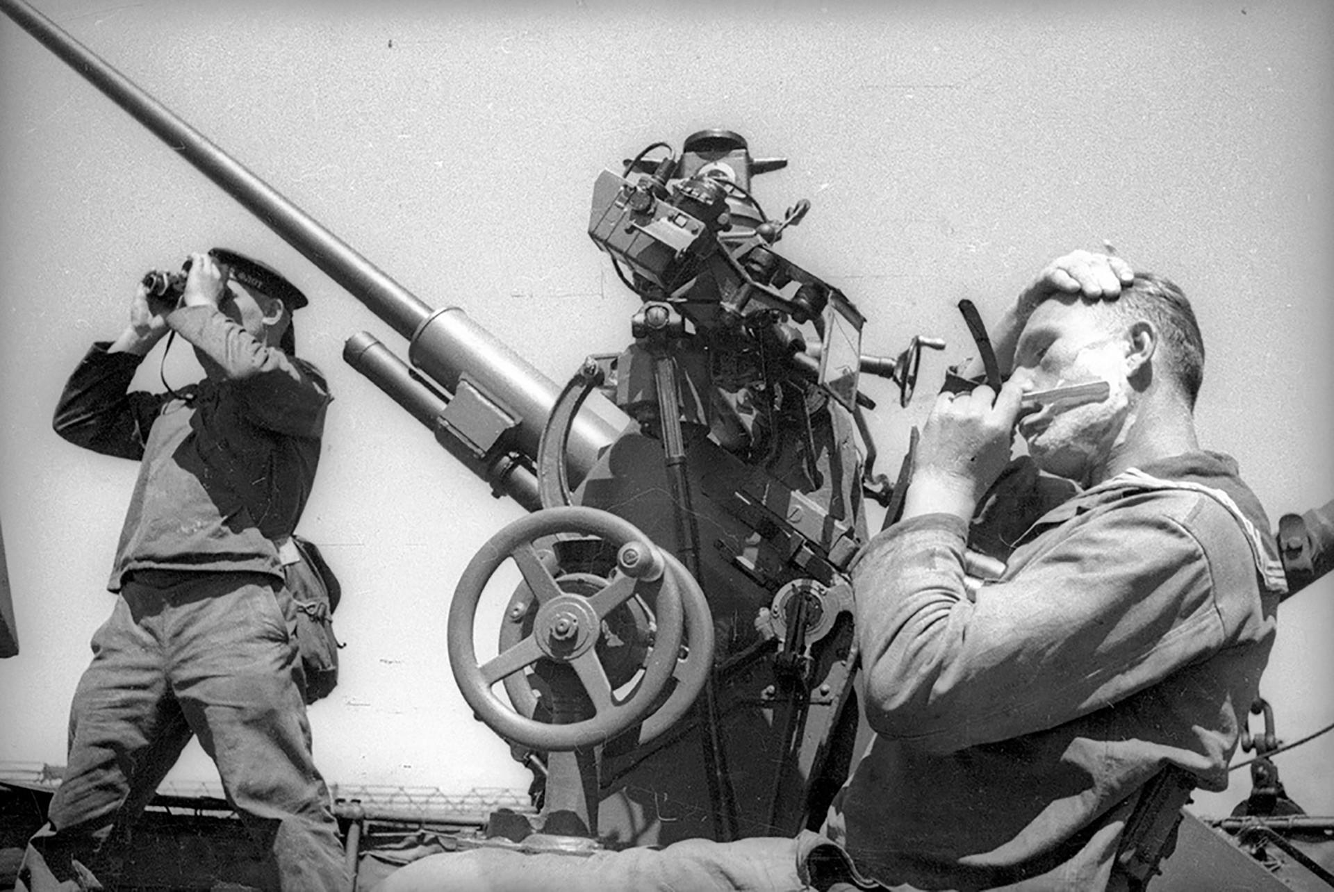 駆逐艦「ソオブラジーテルネィ」(「すばしこい」という意味)。海軍の兵士の休み。