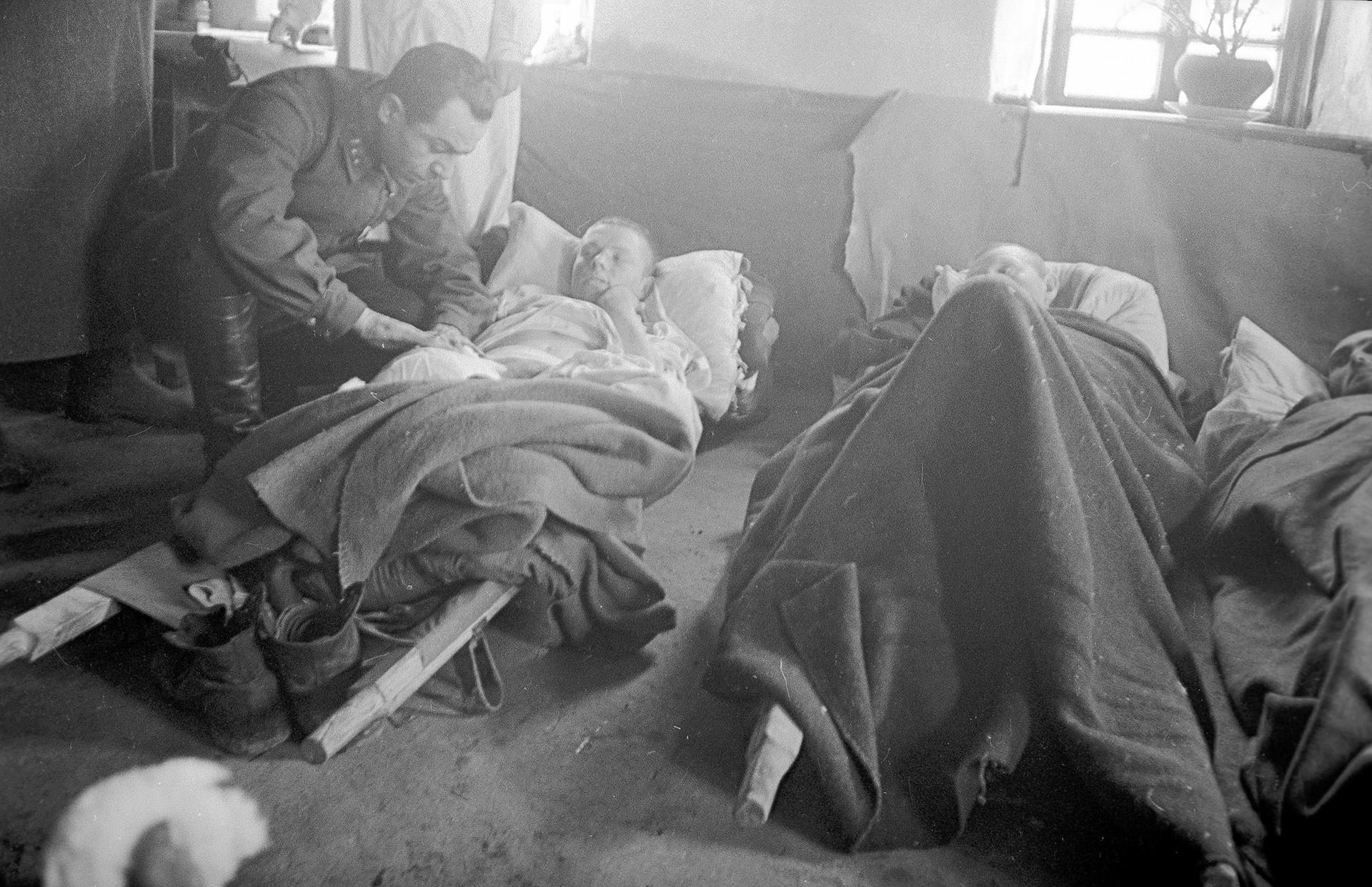 移動病院での負傷者。ステップ戦線。