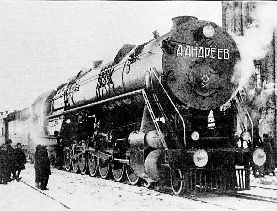 Probna parna lokomotiva AA20-1 tipa 2-7-2, 1934. godina. Izgrađena u Vorošilovgradskom zavodu. Nije se koristila zbog prekomjernog oštećivanja pruge i iskakanja iz tračnica.