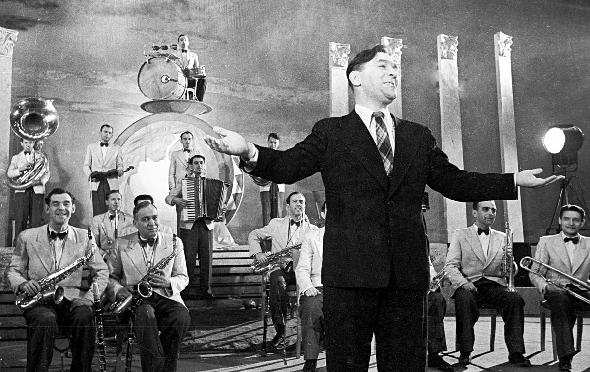 レオニード・ウチョーソフ(真ん中)と彼のジャズ・バンド。1938年。