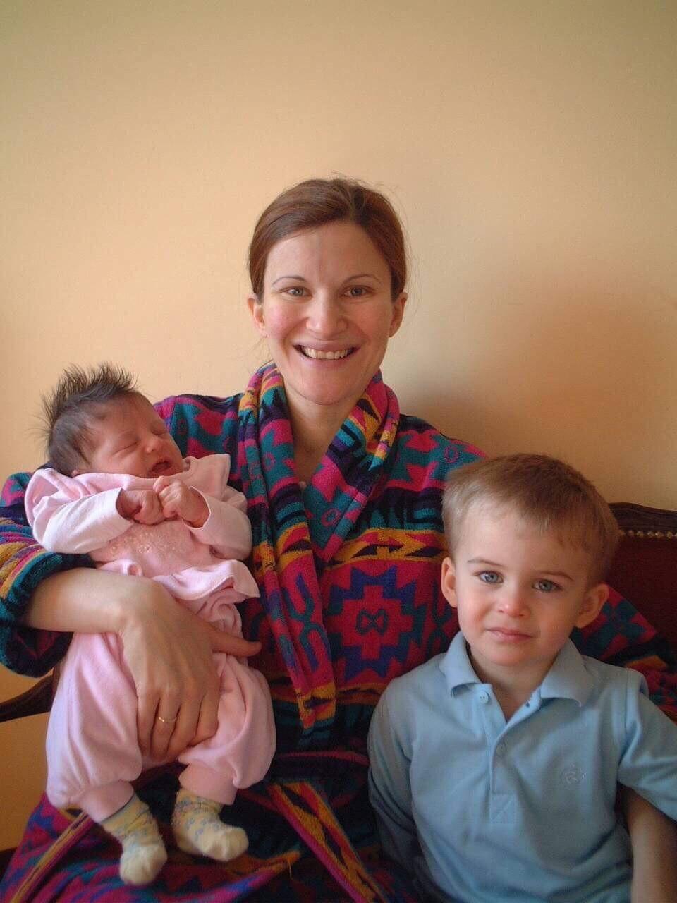 Александра Мијаиловић са сином и ћерком