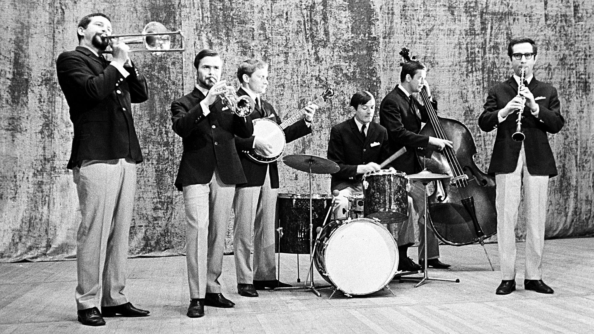 最初はソ連で歓迎されたアメリカのジャズがのちに禁止されたのはなぜか ...