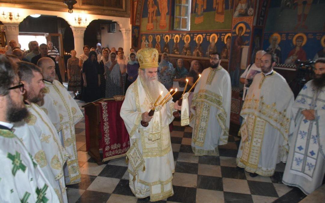 Амфилохије у цркви Свете Тројице, Будва