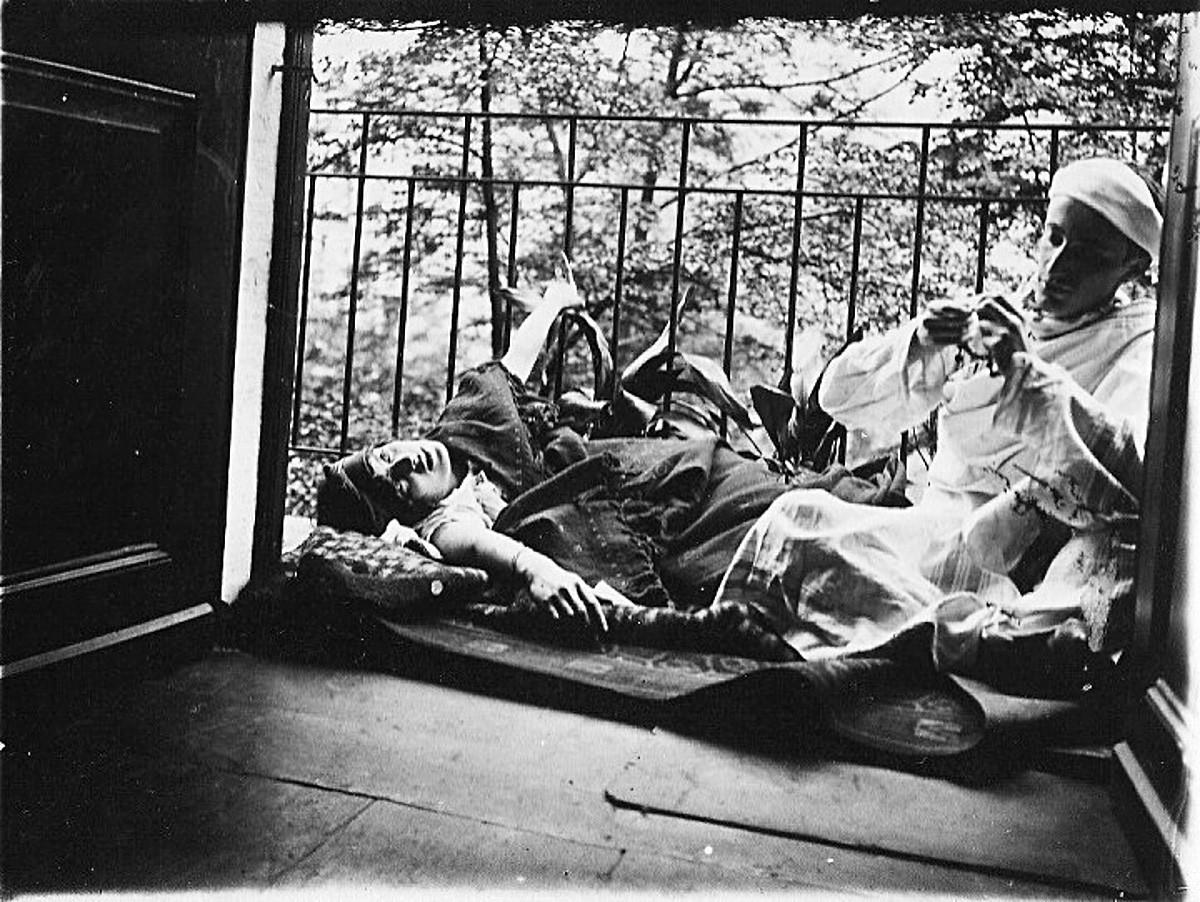 Valentin Parnach, pioneiro do jazz russo, e sua irmã. 1910