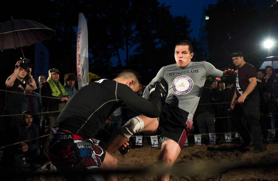 The fights of Danil Aleev, known as Regbist (Rugby player), are too scary to watch.