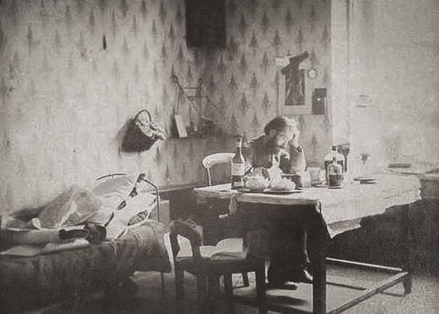 Ivan Boldyrev sedang mengerjakan film fotonya.