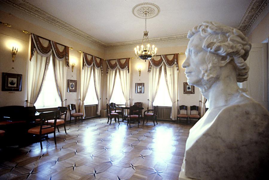 プーシキンが住んでいた部屋の内装。