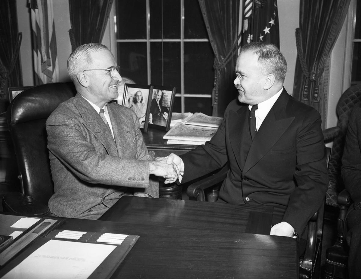 US-Präsident Harry S. Truman und der sowjetische Außenminister Wjatscheslaw Molotow im Weißen Haus am 7. November 1946.
