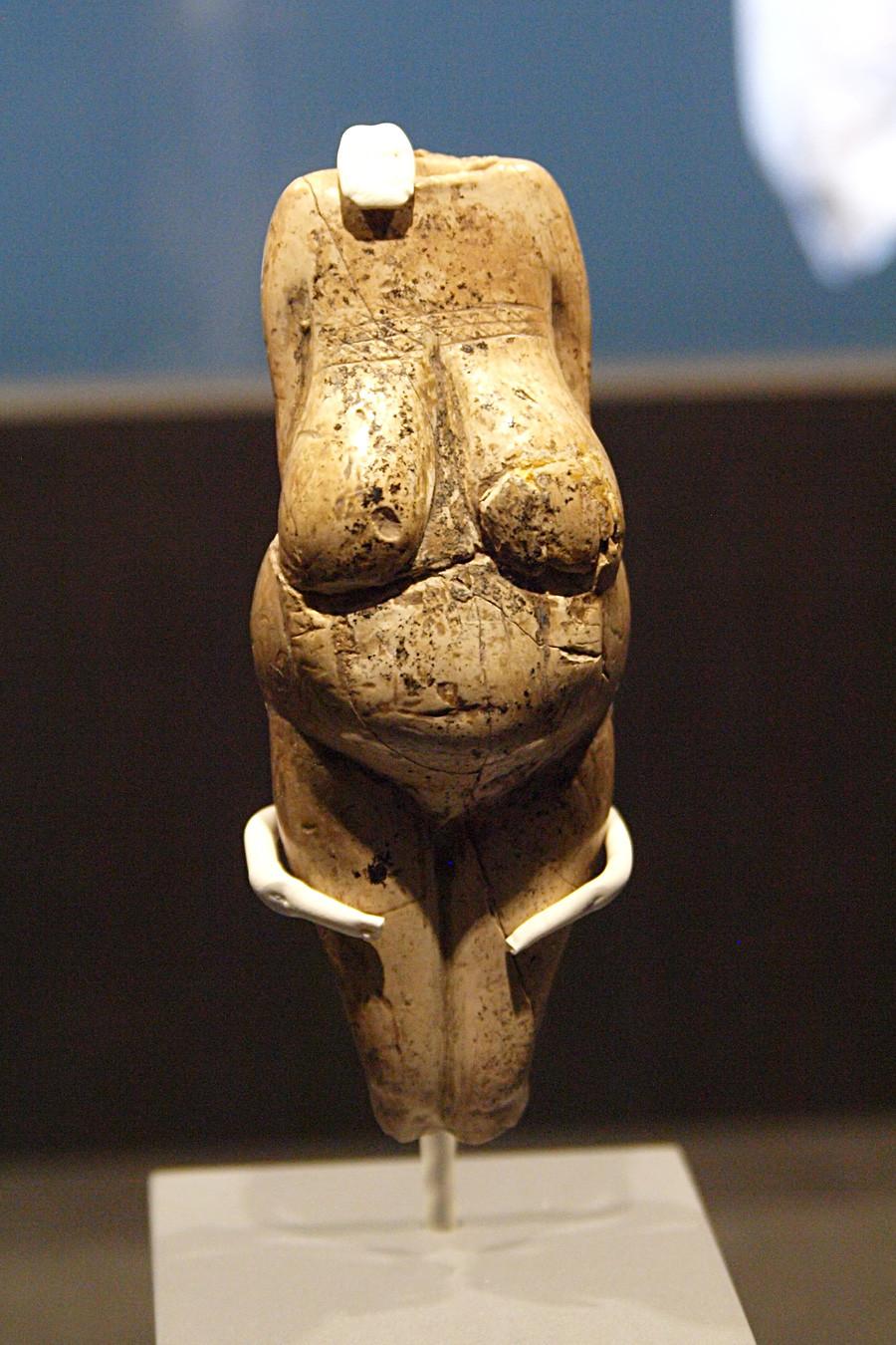 コスチョンキで発見された古代の女性の小像。コスチョンキの「ヴィーナス」