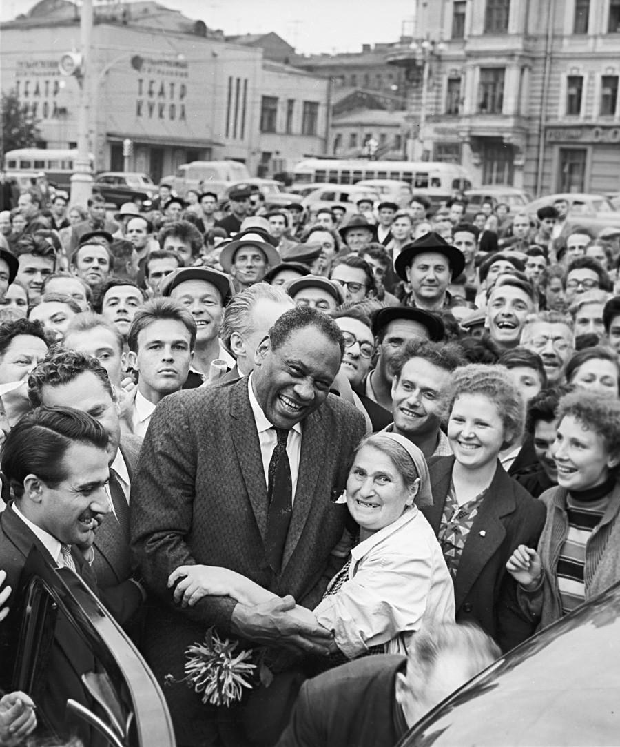 Paul Robeson kot član Svetovnega mirovnega sveta leta 1958 v Moskvi.