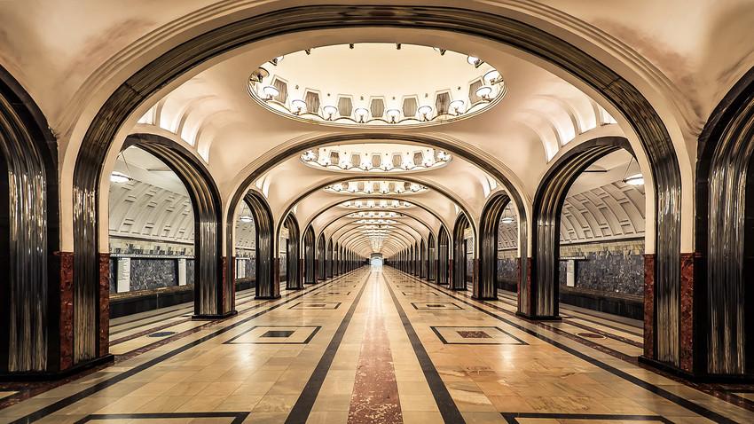 クイズ:これは地下鉄か宮殿か?