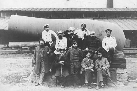 Работници в завода