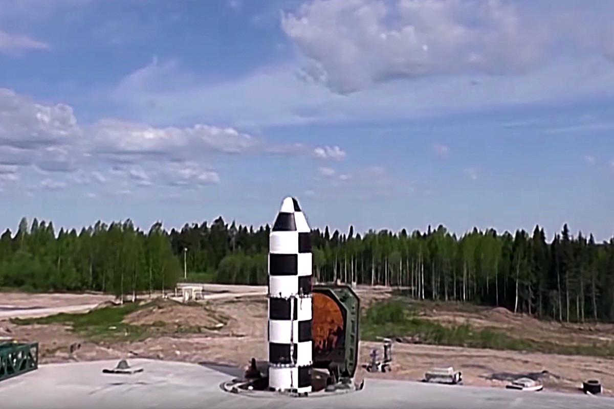 25年前に作られたRS-20Vの代替品として開発された大陸間弾道ミサイルRS-28「サルマト」の落下試験。マキーエフロケット設計局が行った。「サルマト」は液体燃料にり加速された大重量の大陸間弾道ミサイル。