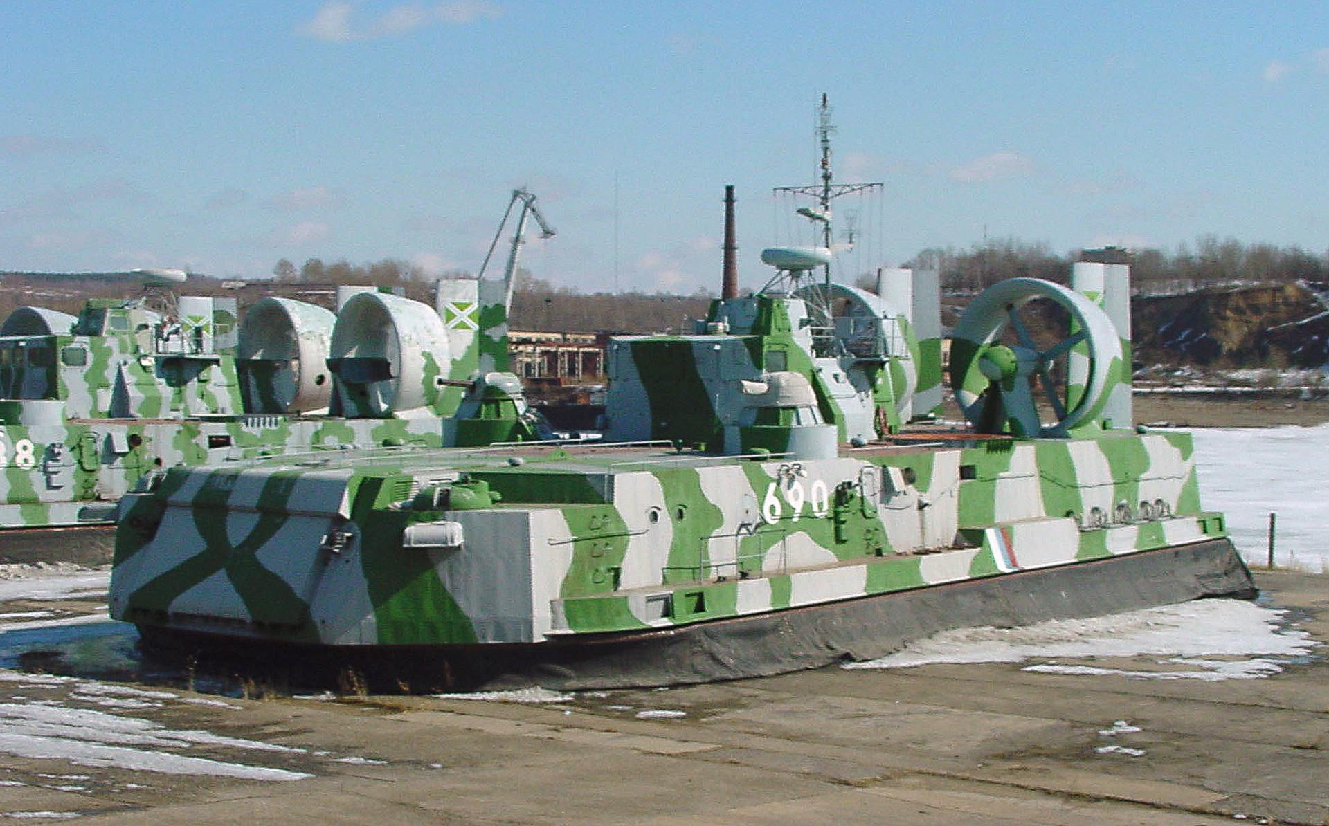 巡視艇の旧基地でのホバークラフト「ムレナ」。