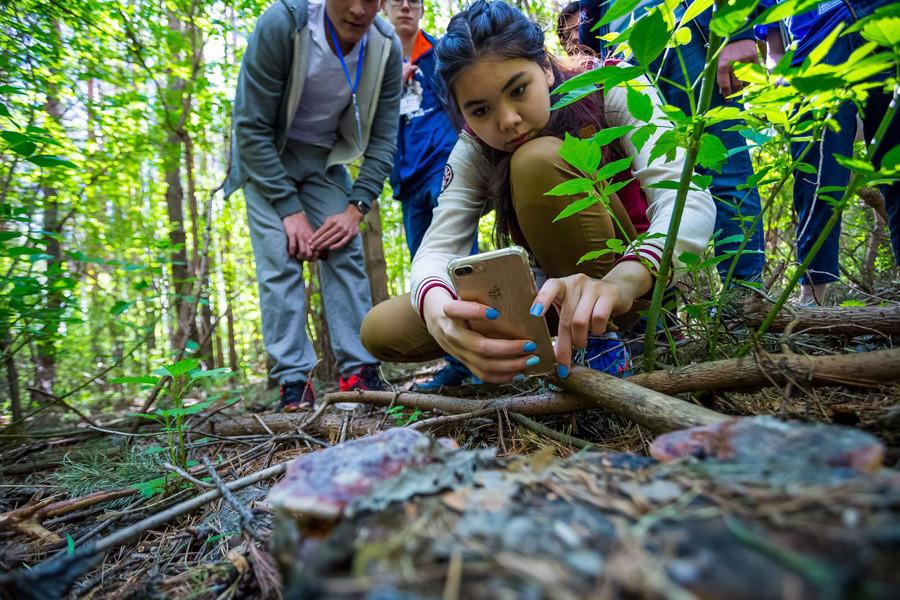 Estudantes da UTMN em pesquisa de campo na natureza selvagem da Sibéria.