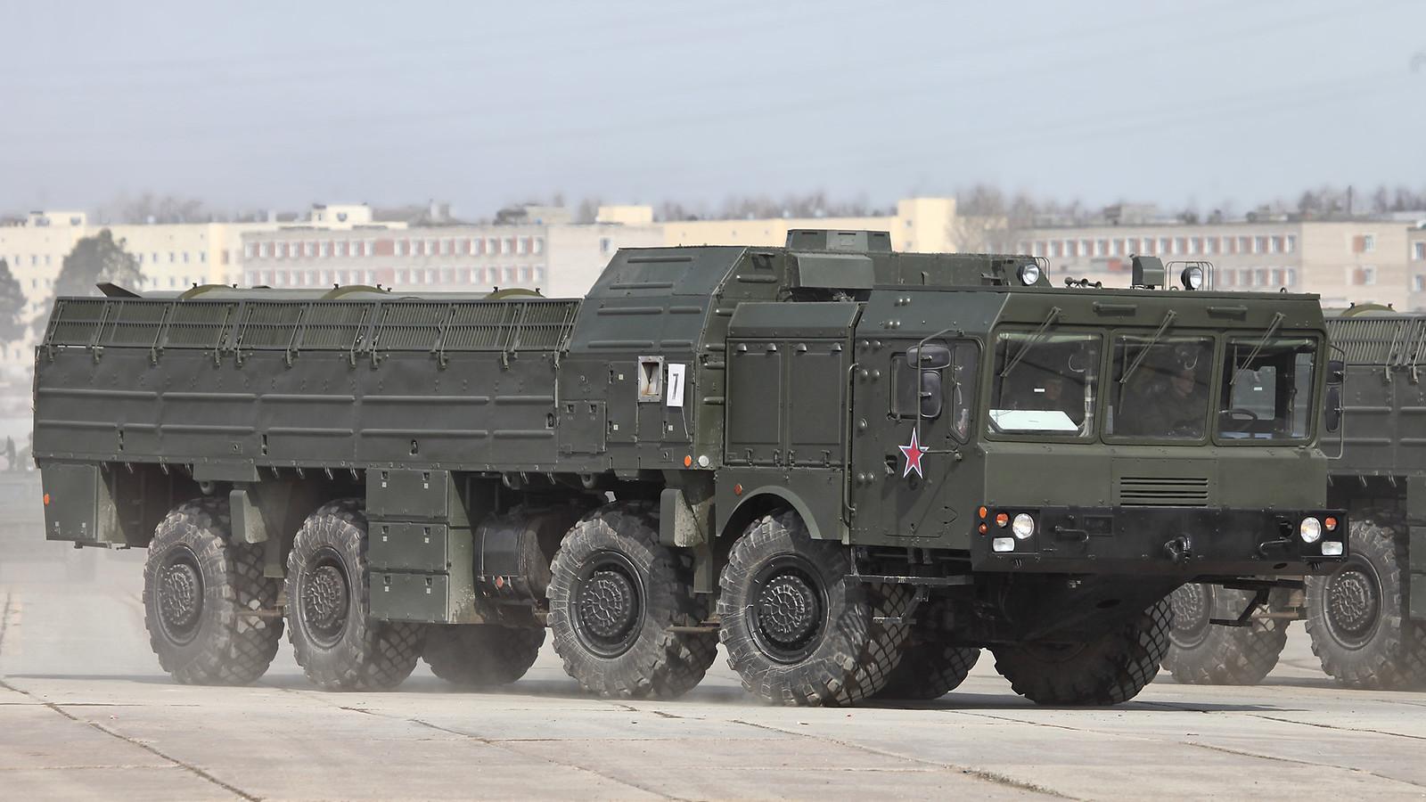 Sistema móvil de misiles Iskander-M, 2013.