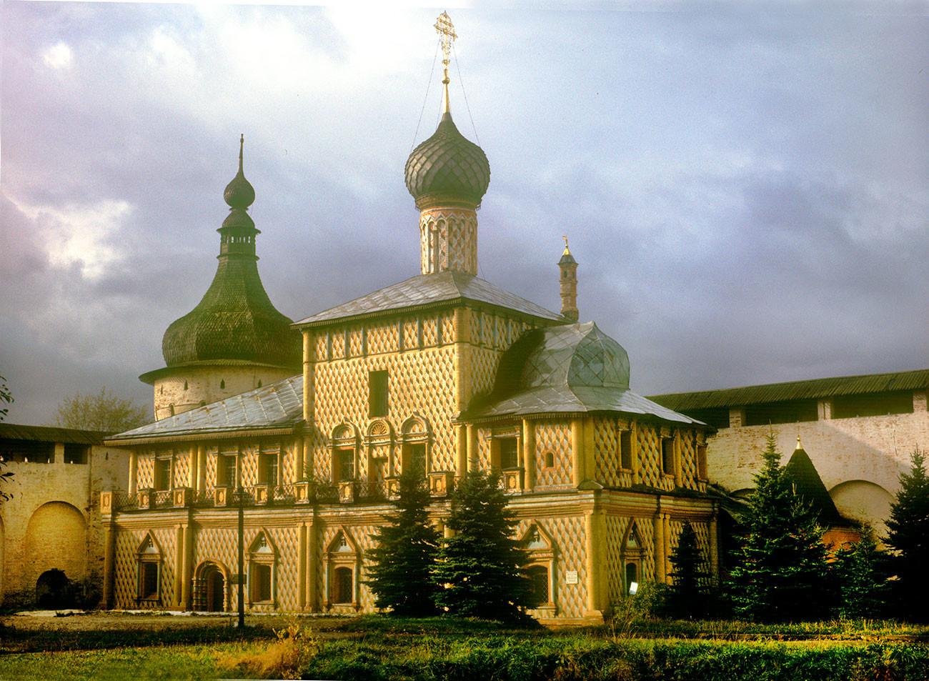 Torre de la esquina noroeste e iglesia del Icono de Odighitria, vista sureste. 4 de octubre de 1992.