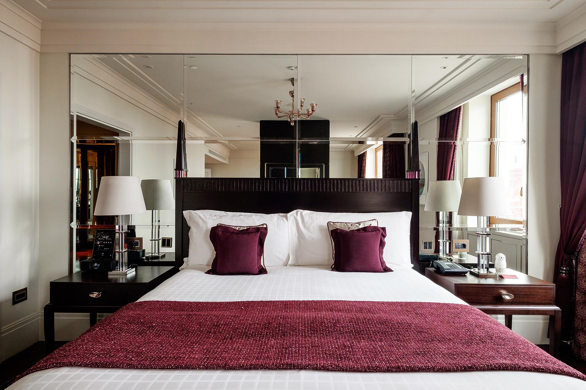 フォーシーズンズホテルの部屋。