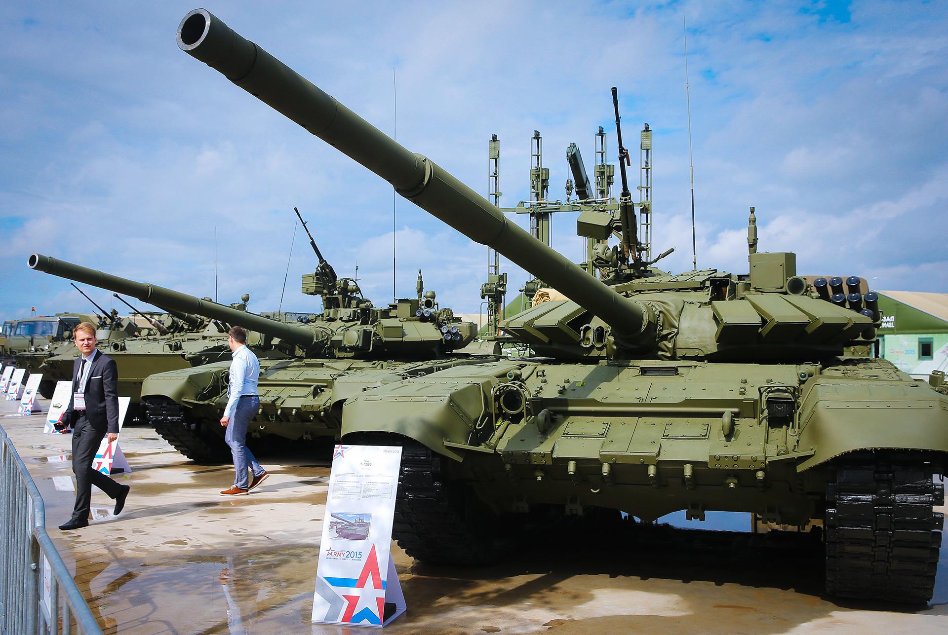 """Тенкот Т-72Б3 на форумот """"Армија 2015"""""""