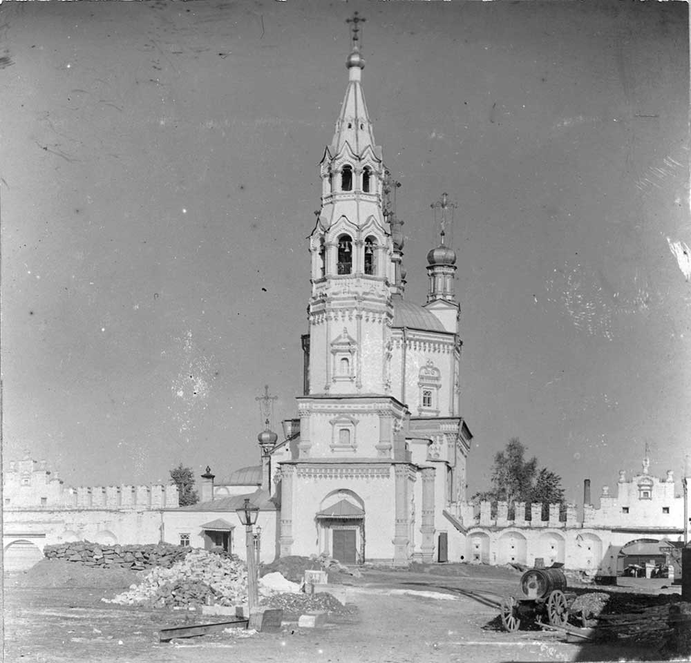 Verkhoturye. Trinity Cathedral & bell tower, kremlin wall. West view. Late summer 1909