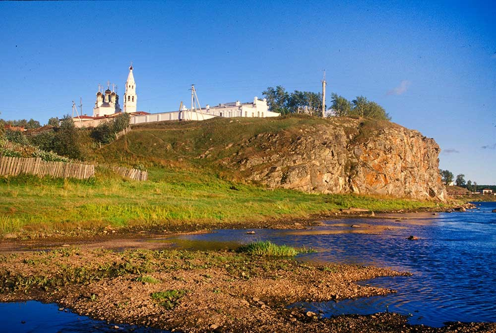 Verkhoturye kremlin on Trinity Rock above Tura River. Left: Trinity Cathedral & bell tower, northwest view. August 26, 1999