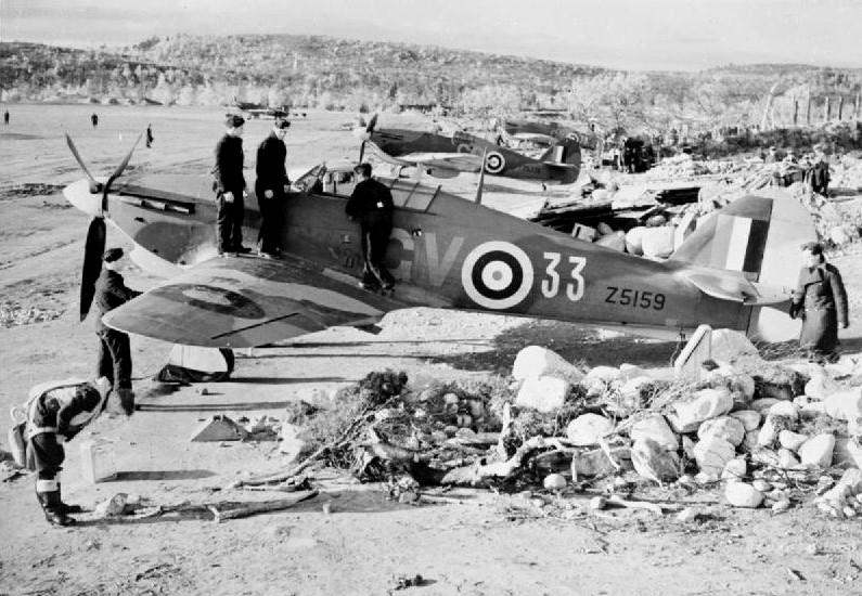 Avión de la RAF Hawker Hurricane en el aeródromo en Váienga (a 10 km de Múrmansk), otoño de 1941.