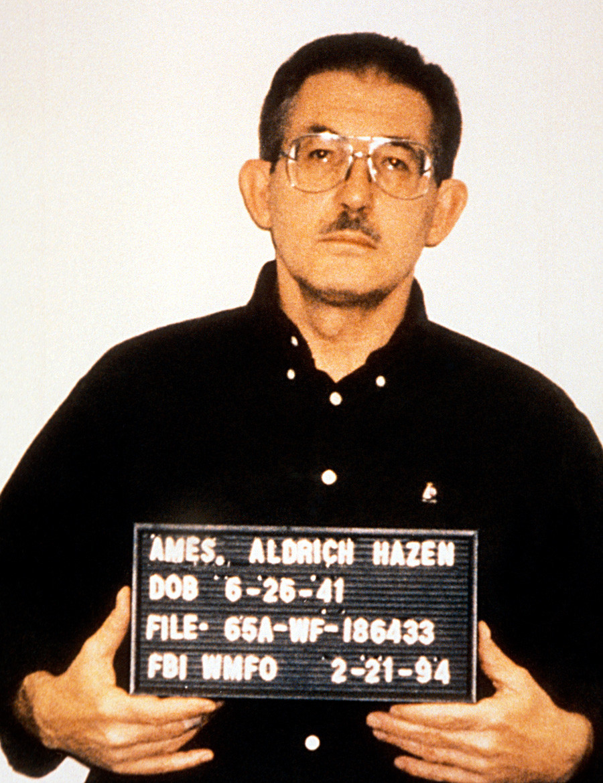 """Se cree que Ames comprometió cerca de 100 operaciones de la CIA y ayudó a desenmascarar a muchos de los """"topos"""" de la CIA en la URSS y luego en Rusia."""