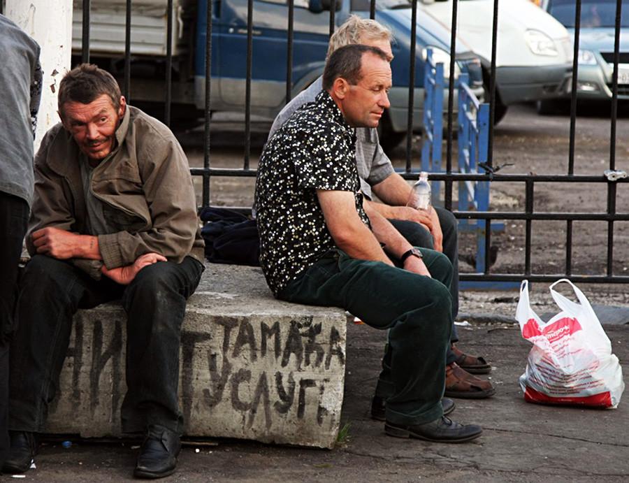 Moški na eni izmed moskovskih železniških postaj