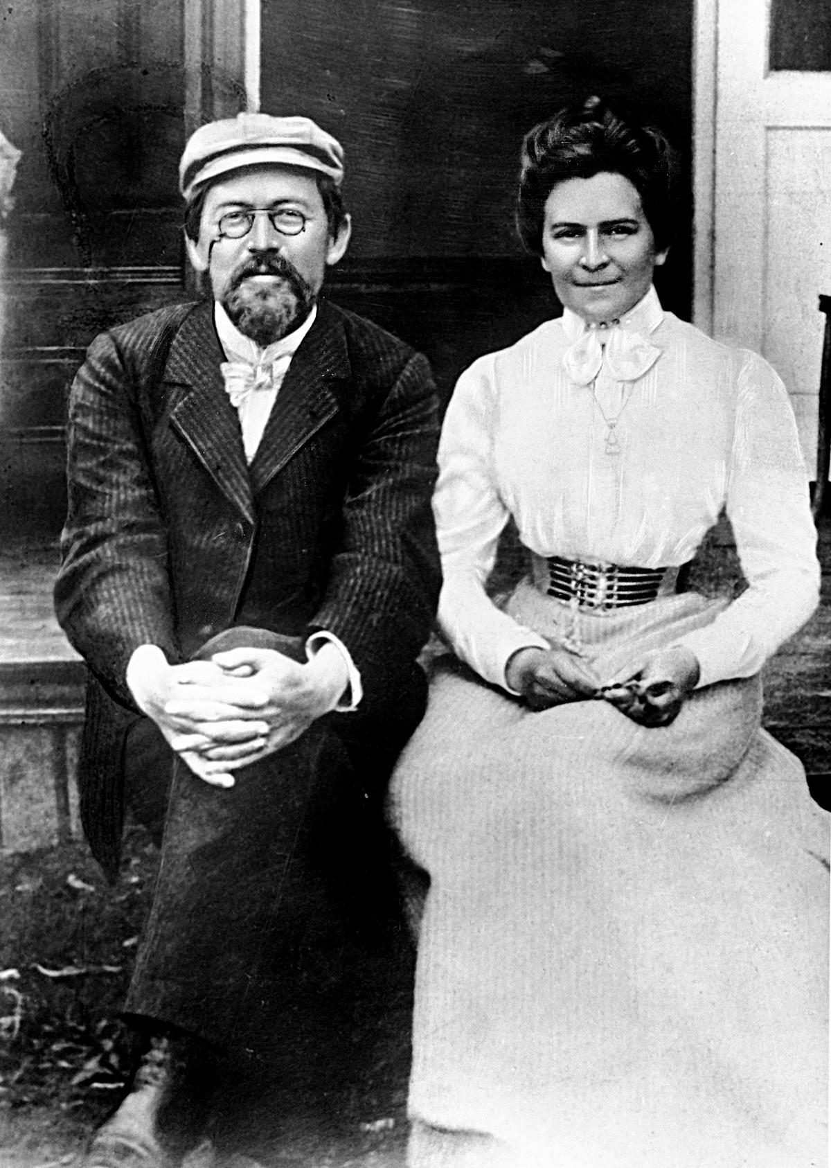 Reprodukcija fotografije pisatelja Antona Čehova in njegove žene, igralke Olge Knipper-Čehove