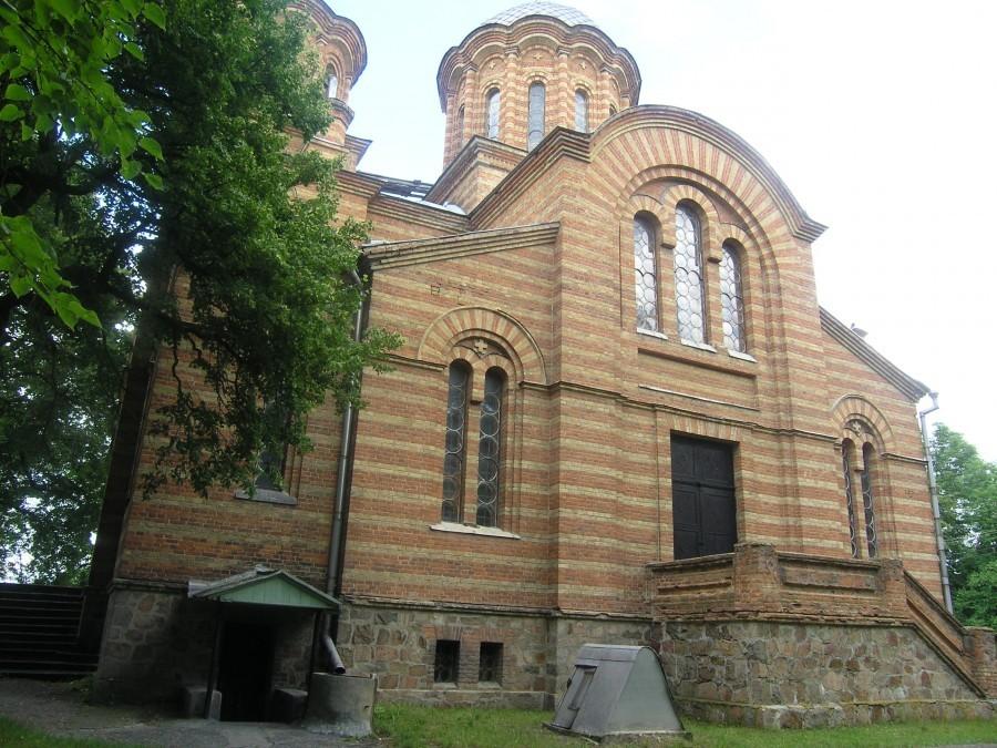 Храмът-мавзолей на семейство Игнатиево е разположен в покрайнитите на село Круподеринци. Построен е от Александър Померанцев – същият архитект, проектирал храма