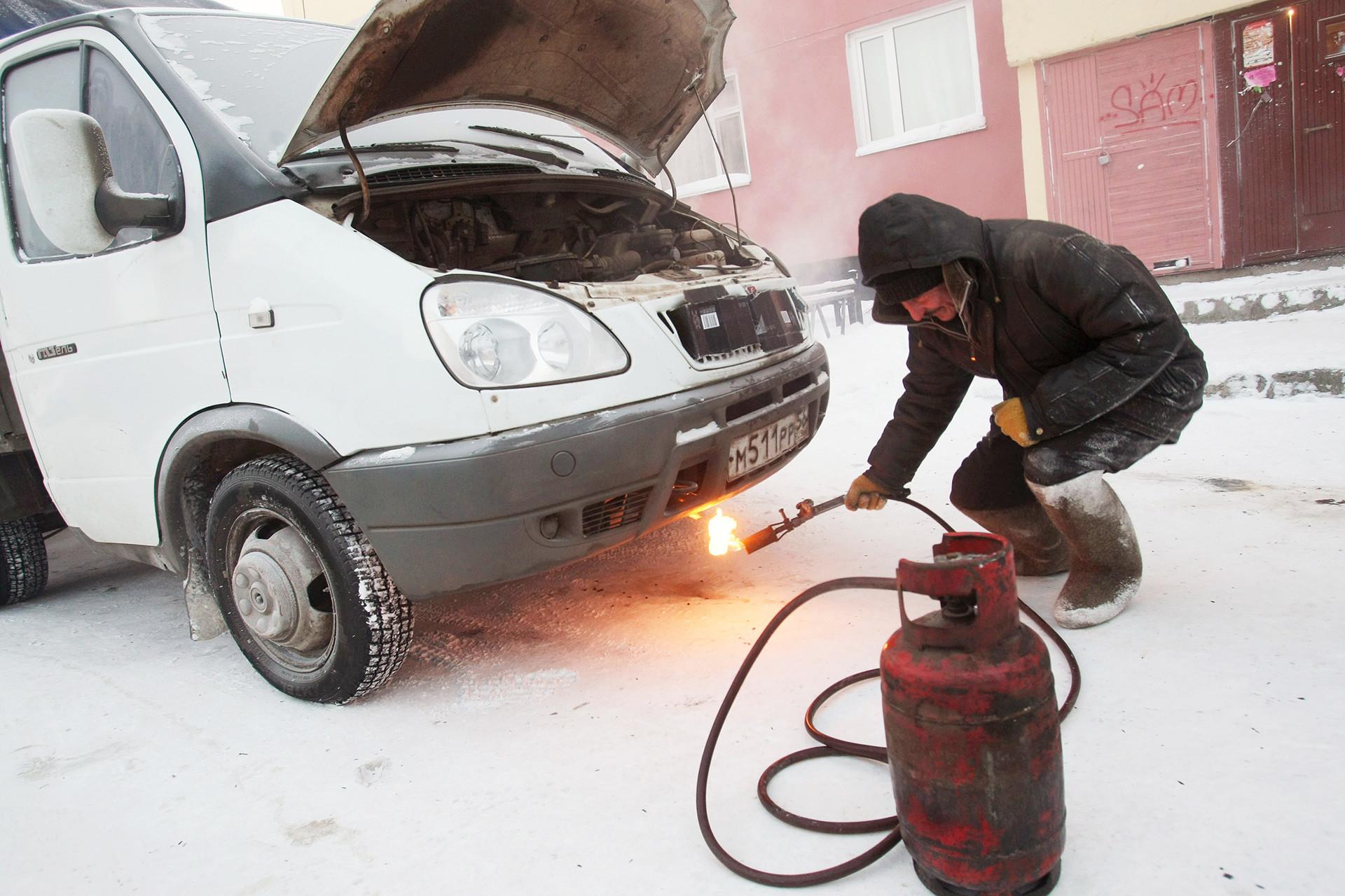 Minus 30 derajat celcius di Novy Urengoi. Desember 2007.