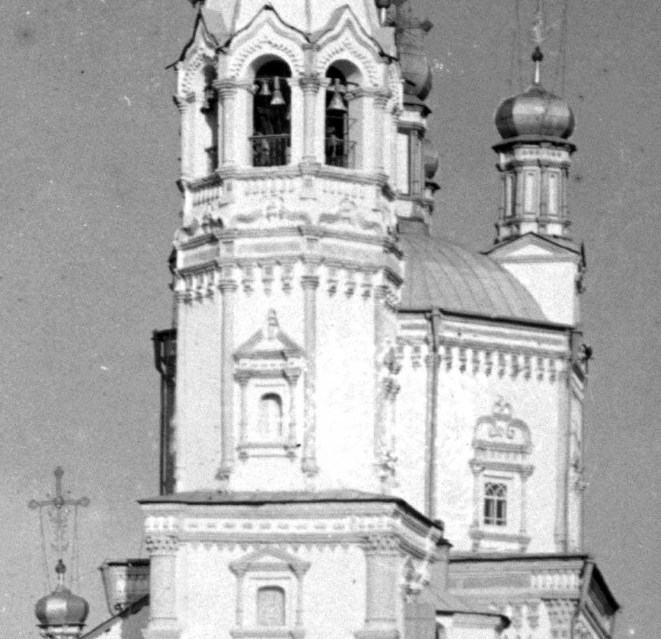 Katedral Trinitas dan menara lonceng. Penampakan barat, detail. Akhir musim panas 1909.