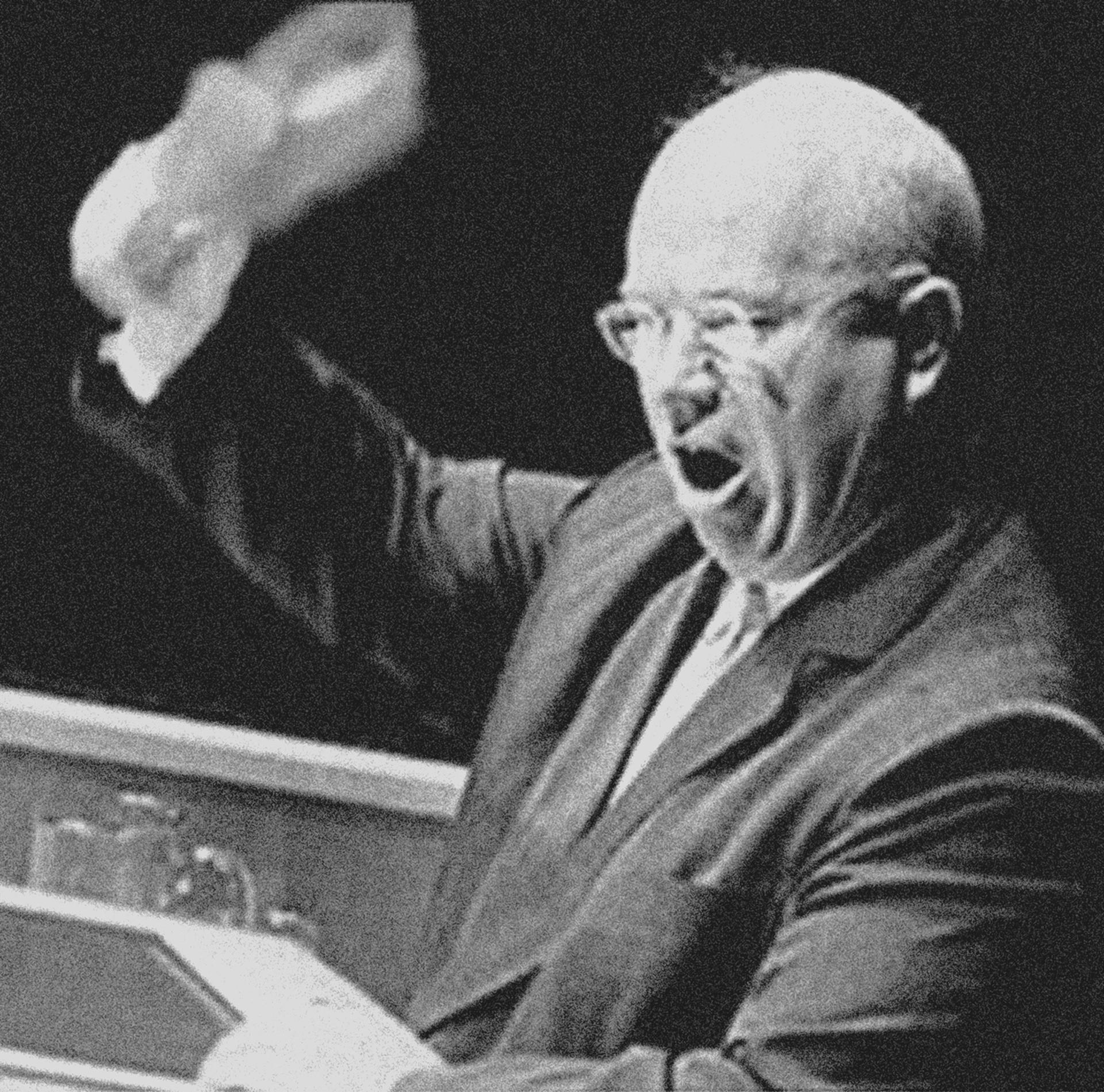 Foto montase sepatu Khrushchev.