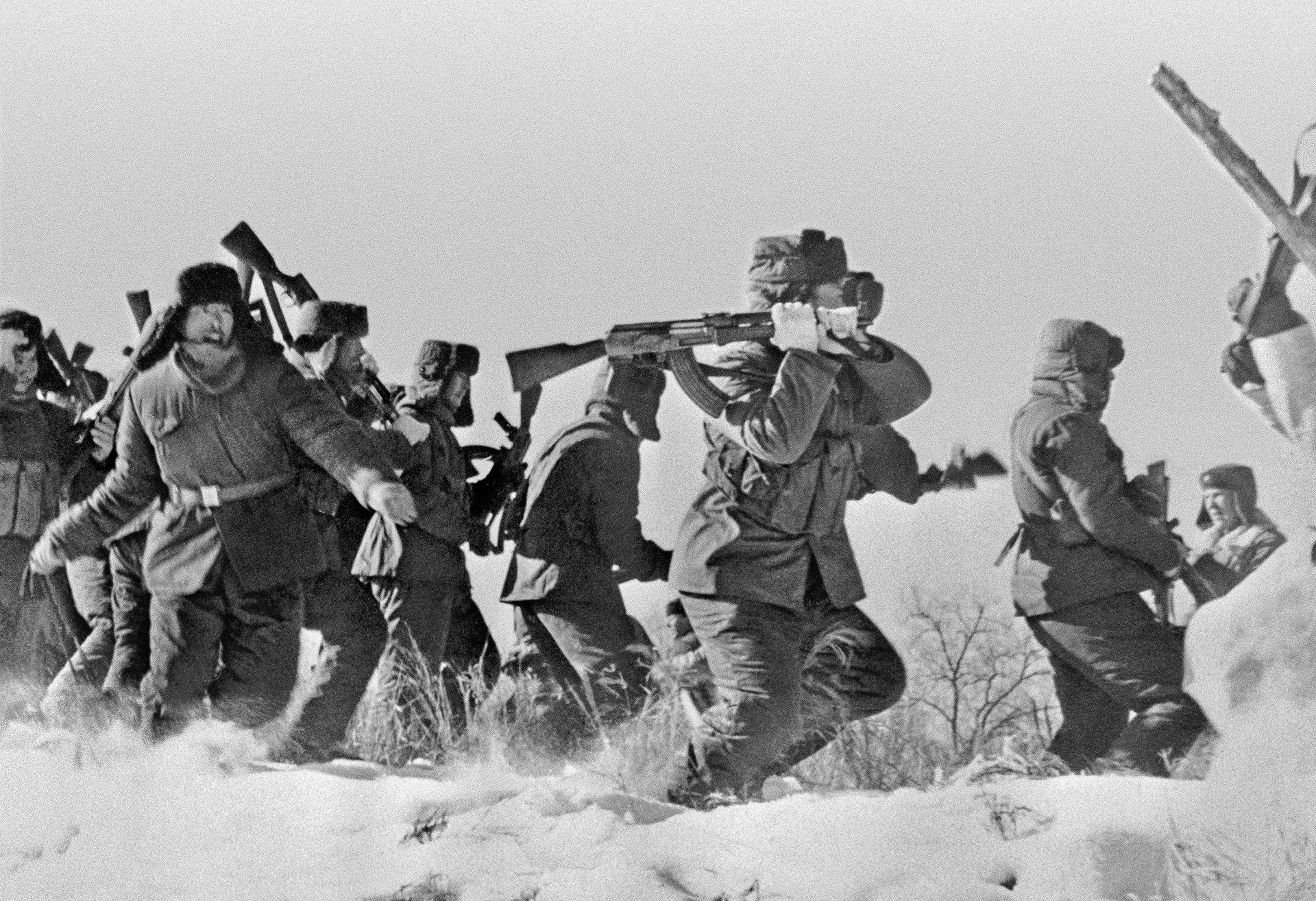 Совјетско-кинески погранични конфликт 1969. године. Одред кинеских војника покушава да се пробије на острво Дамански на територији СССР-а.