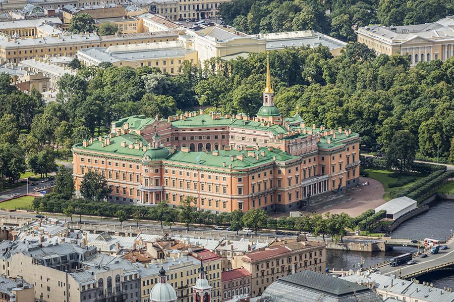 ミハイロフスキー城の外部。