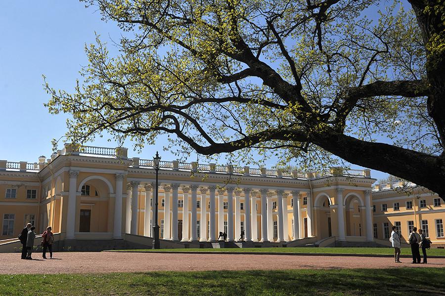 アレクサンドル宮殿の外部。