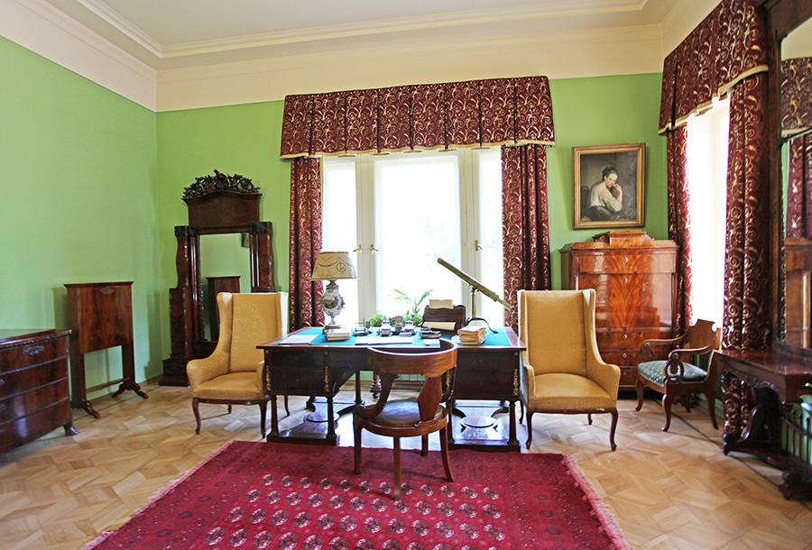 ゴールキ邸宅の内装。