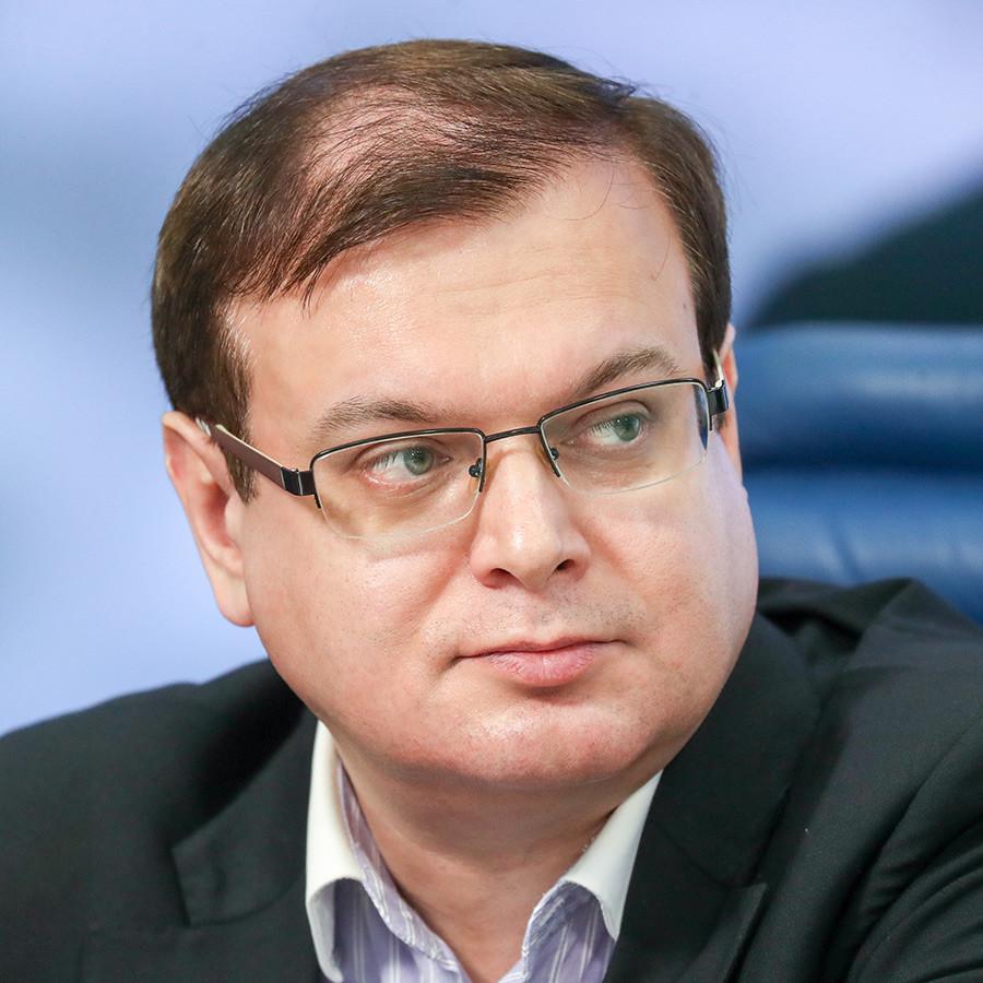 国立ロシア人文大学のエフゲニー・プチェロフ教授。