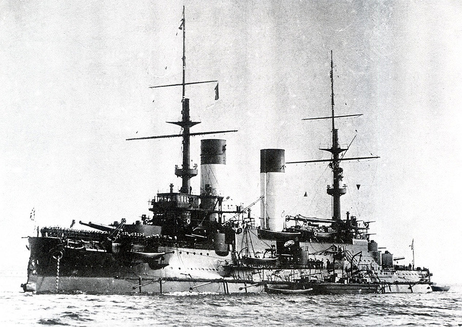 Buque blindado ruso Príncipe Suvórov participó en el conflicto.