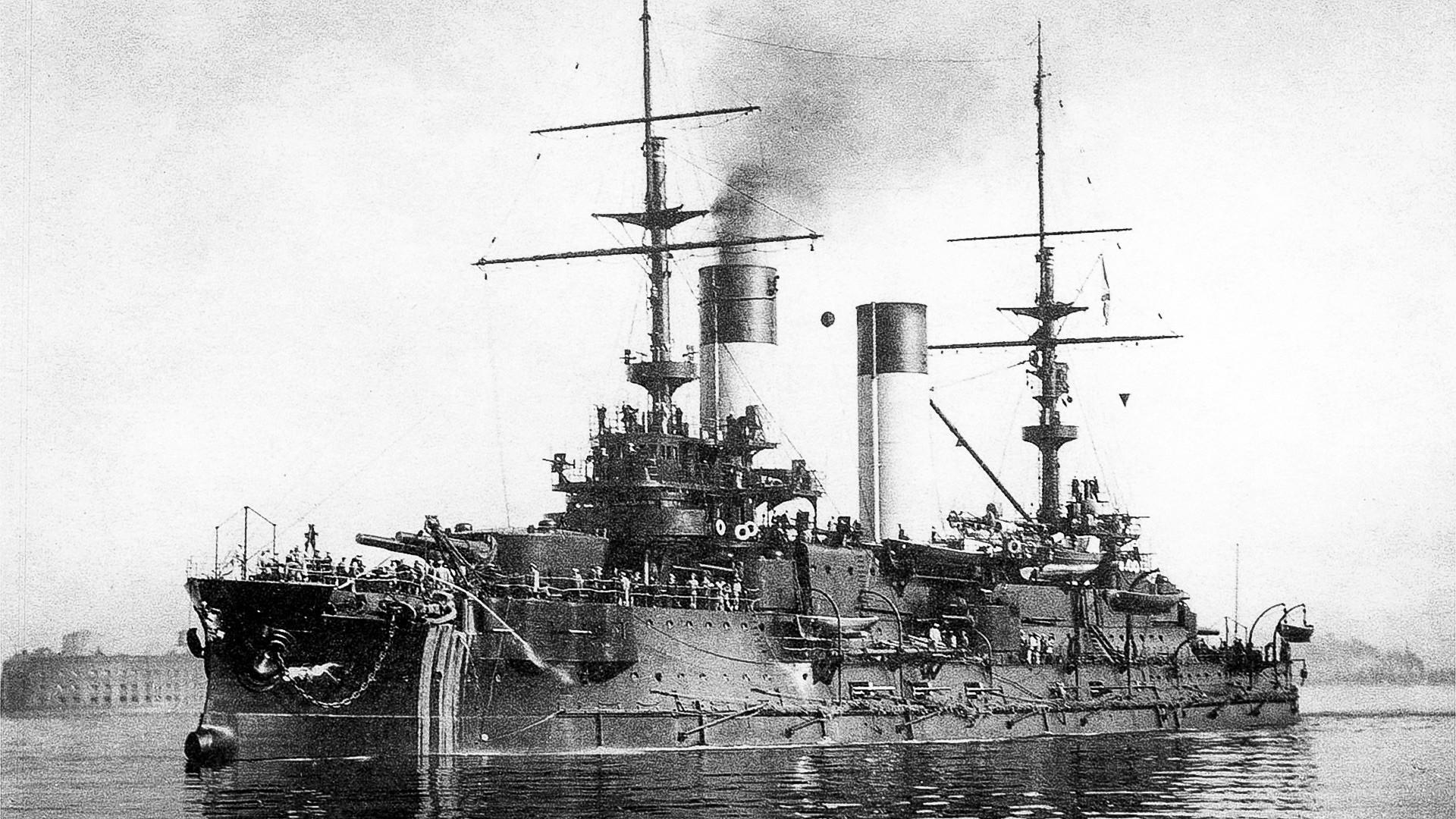クロンシュタットの投錨地での戦艦「オリョール」。1904年8月。
