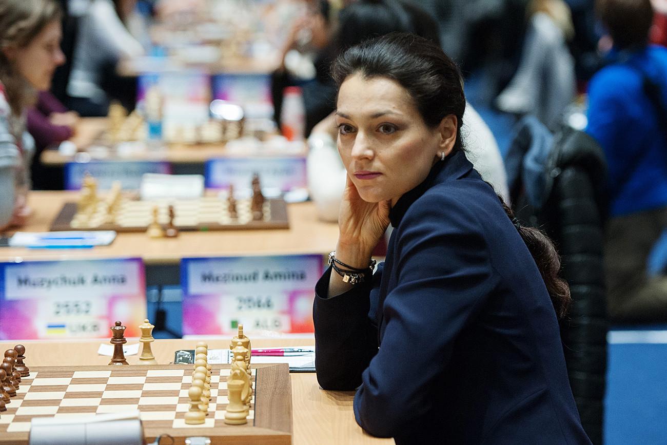 Alexandra Kostenuk pada hari pertama kejuaraan catur dunia 2015 di antara wanita di Sochi. / Nina Zotina / RIA Novosti
