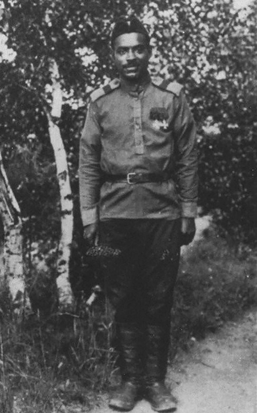 重爆撃機「イリヤ・ムーロメツ」の機関銃手, ロシア空軍の 下士官、マルセル・プリャ。1916年。