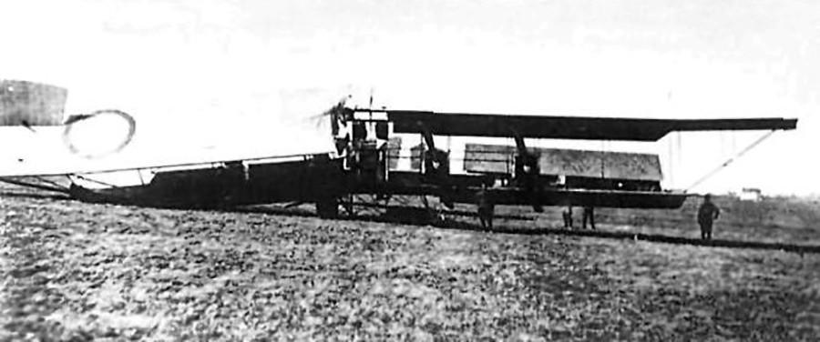 ロシアの航空機「イリヤ・ムーロメツ」鉄道駅「Daudzeva」の攻撃後。1916年4月 23日。