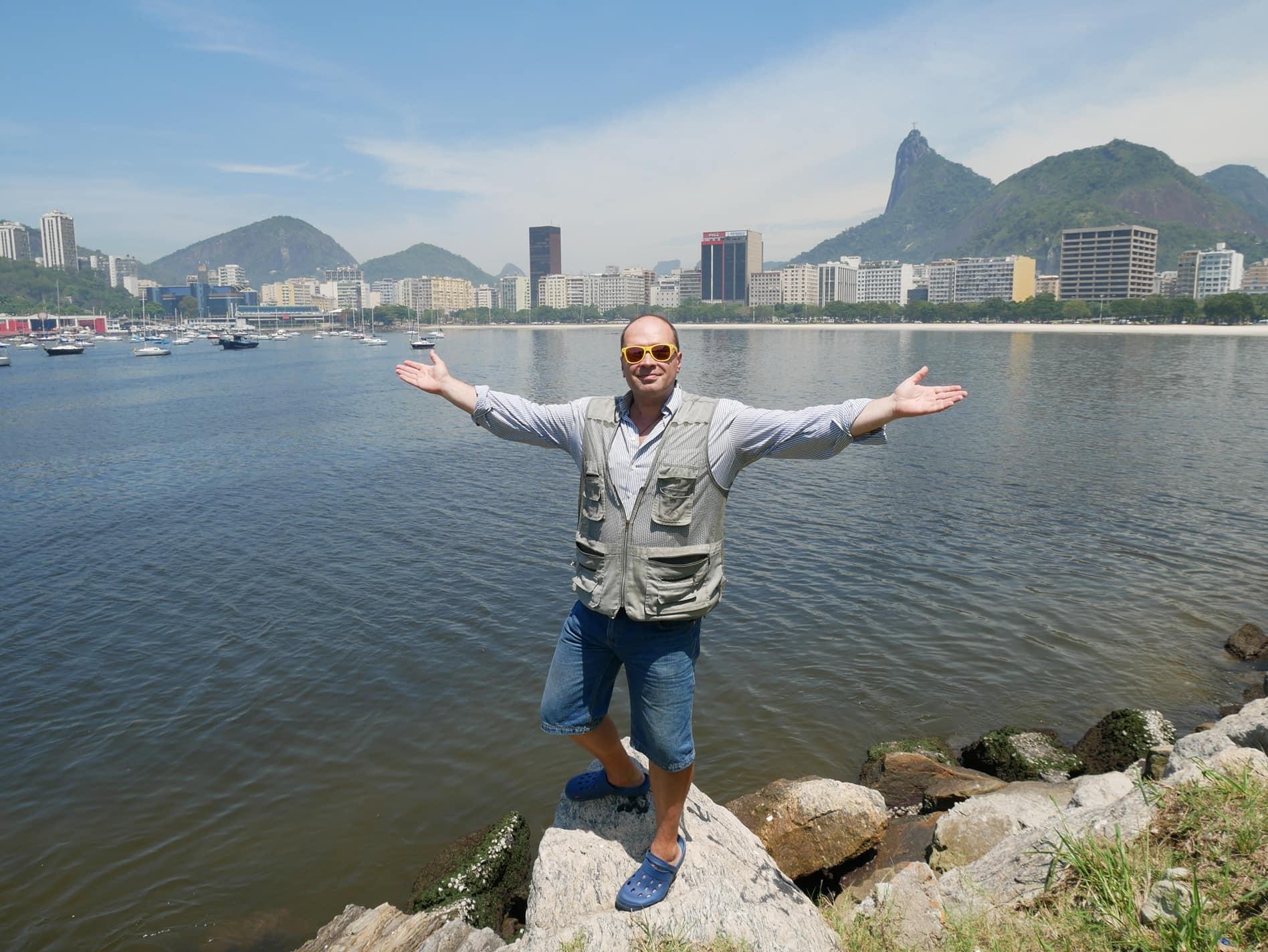 Um dos integrantes do trio, Nikolai Balandinski posa para foto no Rio de Janeiro.