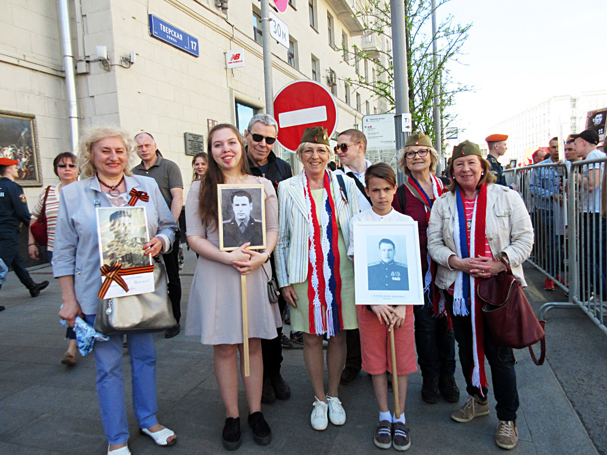Eleonora Dupuis took part in the Immortal Regiment march for Victory Day in Moscow