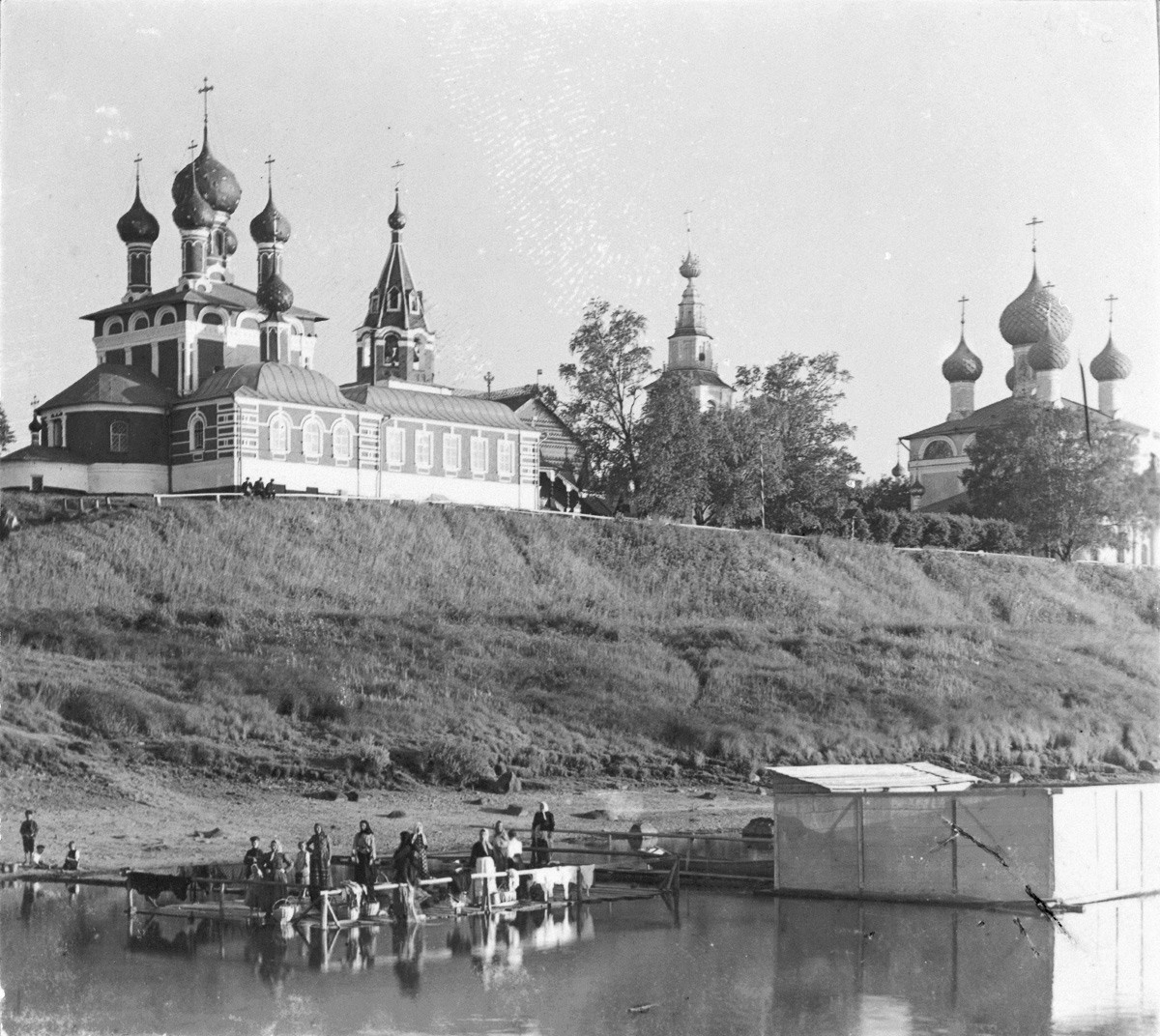 Church of Tsarevich Dmitry.  Northeast view from Volga River. Foreground: washing clothes in Volga River. Right: Transfiguration Cathedral. Late summer 1910.