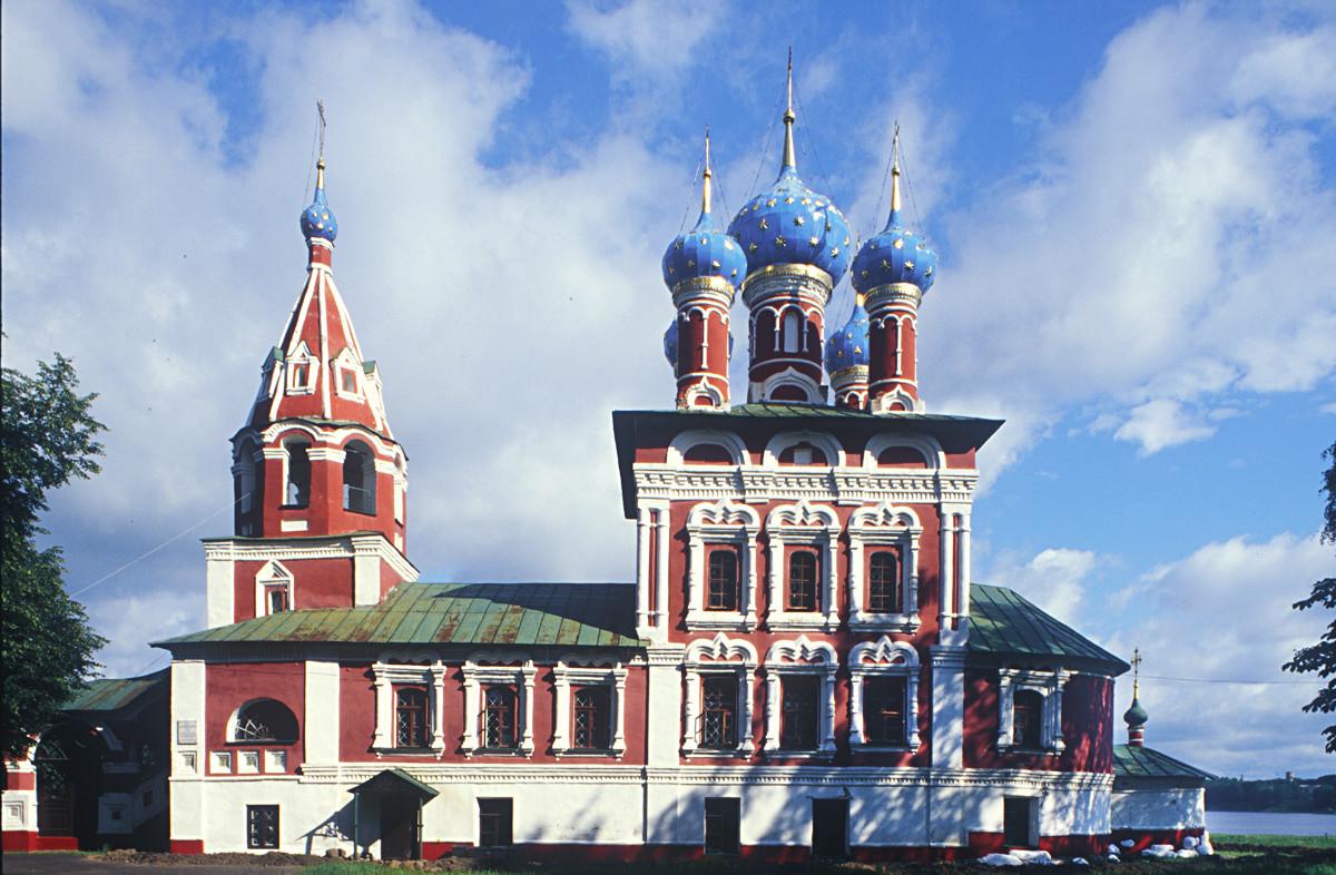 """Uglich. Chiesa dello Zarevic Dmitrij """"sul Sangue"""". Vista sud. 16 luglio 2007"""